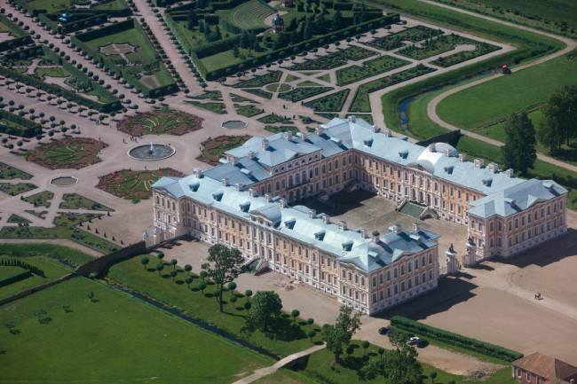 que ver en letonia palacio de rundale